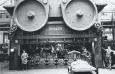 Eine Kurbelpresse von Schuler verrichtet 1936 bei Peugeot in Frankreich ihre Dienste