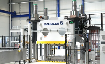Schuler at JEC World 2020: One press, various applications; Schuler compact press