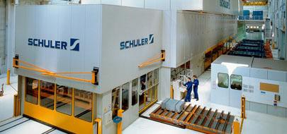 Mechanical crossbar press for outer-skin panels